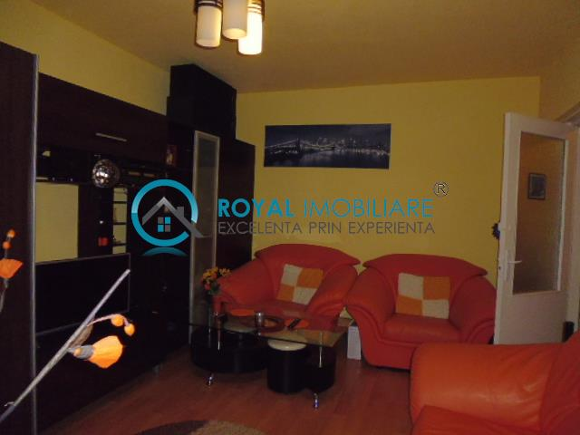 Royal Imobiliare   apartament 3 camere de vanzare in Ploiesti, zona Mihai Bravu