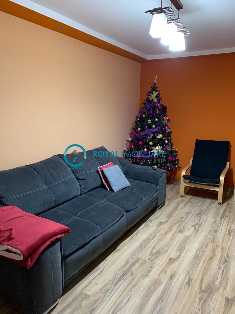 Royal Imobiliare    Vanzare apartament zona Malu Rosu
