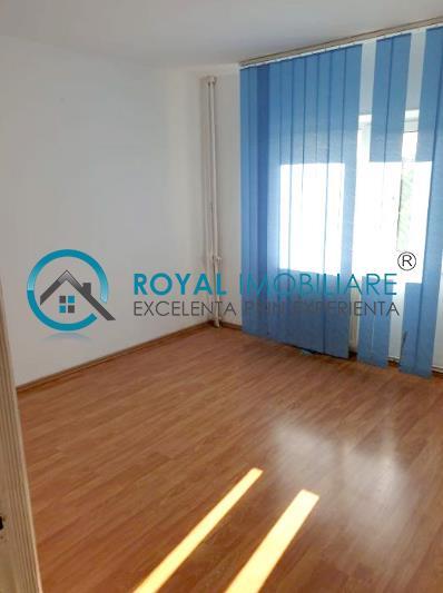 Royal Imobiliare   vanzari 3 camere zona Cantacuzino