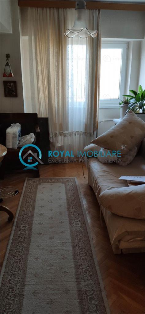 Royal Imobiliare   Vanzare Apartament 3 camere zona Ultracentrala