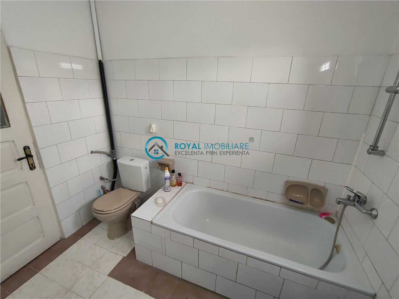 Royal Imobiliare   Inchiriere Vila zona Democratiei