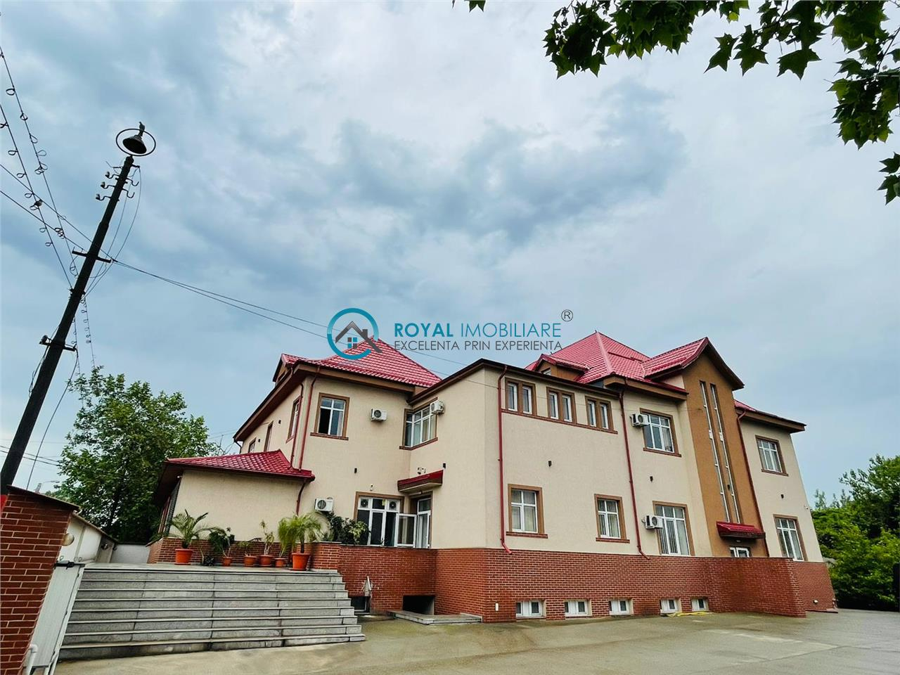 Royal Imobiliare   Vanzare Cladire Birouri zona Sud