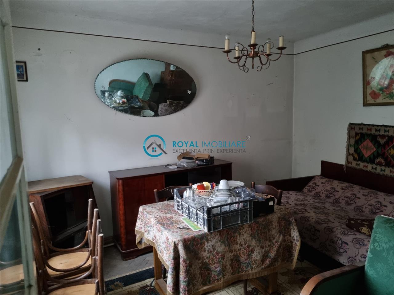 Royal Imobiliare   vanzare casa P+1, zona Ultracentral
