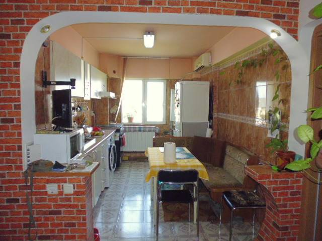 Royal Imobiliare   apartament 3 camere de vanzare in Ploiesti, zona Malu Rosu