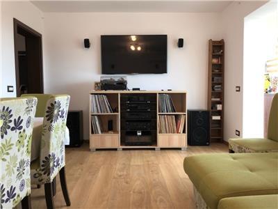Royal Imobiliare - Vanzare Apartament zona Castor
