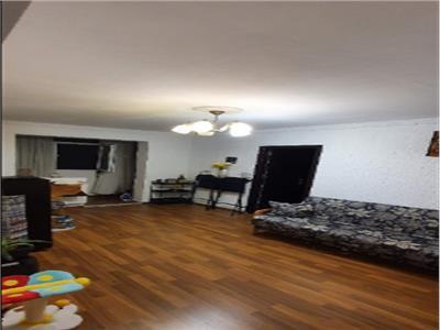 Royal Imobiliare - vanzari 3 camere, zona Malu Rosu