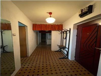 Royal Imobiliare   Vanzare Apartament zona B dul Bucuresti
