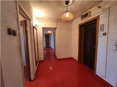 Royal Imobiliare   Vanzare Apartament zona Sud