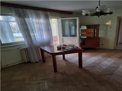 Royal Imobiliare - Vanzare Apartament zona Cina